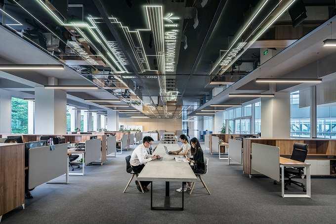 天神でコンビニが1階にあり地下鉄も直結の大型オフィスビル