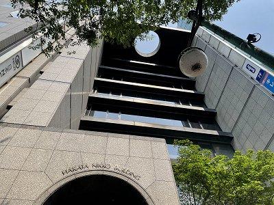 博多駅東竹下通りに面した屋根に円形の吹き抜けが目印の賃貸オフィスビル